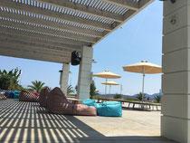 Relax-Zone am Pool - erstaunlich schön