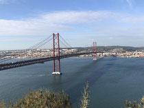 Blick vom Cristo Rei auf Lissabon