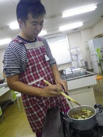 普段はあまり料理をしない勝田もがんばった!