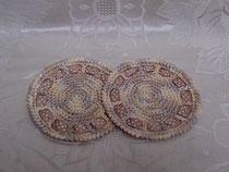 手編みの丸形コースター