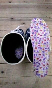 花柄の中敷を入れてる私の長靴です^^
