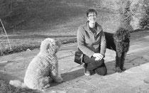Esther Hagenbeek - éducateur comportementaliste canin avec ses deux chiens Australian Labradoodle Calou et Juma