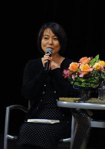 杉田かおるさん、お話し中