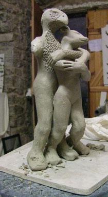 création d'une statue en terre chamottée