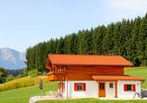 Wunderbare ruhige Randlage mit herrlichem Blick in die Tannheimer Berge und den Lechsee