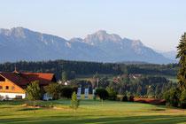 Golfen hinterm Haus auf der Gsteig