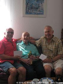 Foto: IG BCE Gladbeck-Süd; von Doris Skrabar; Glückwünsche zum 90 Geburtstag;Wolfgang, Lopold, Karl-Heinz