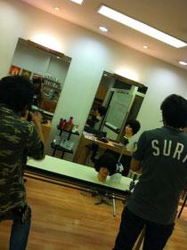 たまには、並んで柴田君とカット講習!