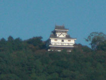 デジタル望遠にかすむ岩国城