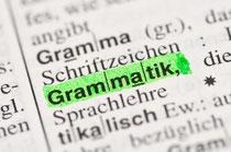 """das Wort """"Grammatik"""" grün angestrichen in Wörterbuch"""