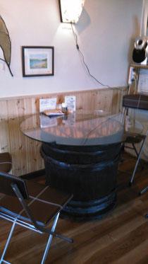 昔は味噌樽、今はテーブル