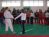 Aprendiendo defensa personal con Úrsula