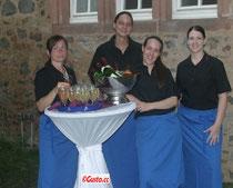 Unsere Servicemitarbeiter haben immer ein Lächeln für Sie und Ihre Gäste.