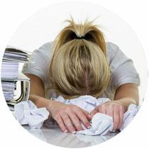 Auslöser für Stress können Überlastung und Langeweile sein.