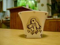 Рисунок части лого на кофейной чашке