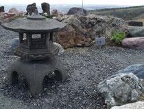 灯籠と瑪瑙石