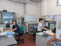 ▲県庁生協の居宅介護支援事業所管理者の下村さん(右)と訪問介護事業所管理者の吉尾さん(左)