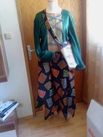 Kleid mit Tasche