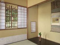 最上部には四畳半ほどの茶室「夢想庵」。築100年ほどで年季はまだこれからといったところ。