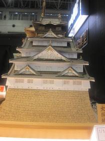 大阪城。重量感があり立派です。中に秀吉フィギュアが座っていたら面白い。