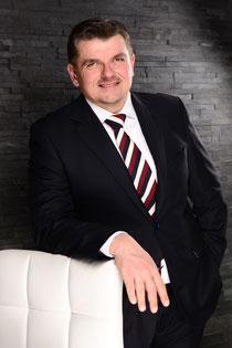 Geschäftsführer Hettwer UnternehmensBeratung GmbH Methodische Kompetenz www.hettwer-beratung.de Kompetenz Beratung Experte Berater Profil Freiberufler Freelancer Spezialist analytische Fähigkeiten