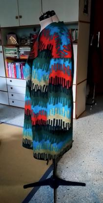 Mantel aus Wollstrick, Seitenansicht © GriseldaK 2020