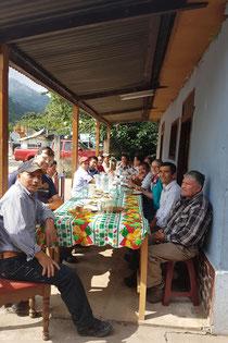 Gruppenfoto nach dem Essen