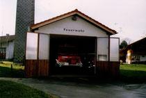Altes Feuerwehrhaus mit LF 8