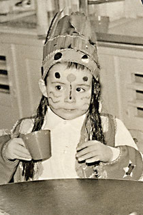 Kleiner Indianer beim Kinderfasching.
