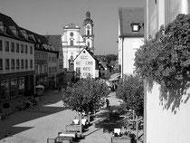 Marktstraße, im Hintergrund die Stadtkirche St. Dionysius