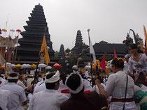 ブサキ寺院にて