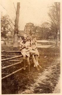 Frau Dorothea Tröster in Burgpreppach 1944 bei der Kinderlandverschickung (Mitte) - bitte durch Anklicken (2mal) vergrößern!