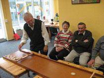 Senioren beim Jakkolospielen