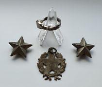 Souvenirs des Schützen Rauch. Zwei Sterne vom Kragen der ital. Uniform, ein Ring aus einem Hufnagel sowie eine unbekannte ital. Medaille. Sammlung Isonzofront.de