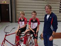 Maximilian Rudolph und Paul Lukas Pichler mit ihrem Trainer Klaus Soldner