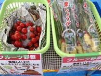 復興支援朝市でフルーツ野菜