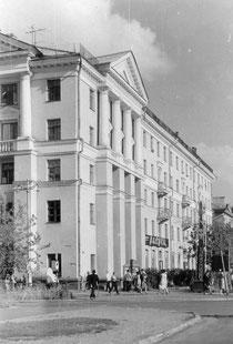 Здание на перекрёстке улиц Советская и Николаева