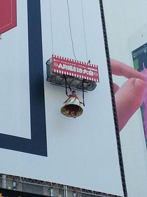 秋葉原のヨドバシカメラの広告