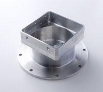 製品名:ハウジング 加工機械名称:SQT200MSY(マザック) 材質:ジュラルミン