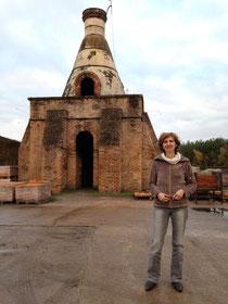Laurence Mory de Parcours Conseil devant la tuilerie de la Bretèche, Loiret