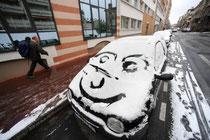 Voiture riant sous la neige l Un 18 décembre à Toulouse