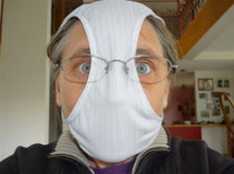 Masque anti-grippe ou tête d'œuf en slip ?