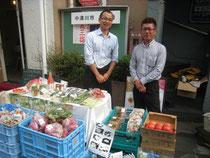 加子母の道の駅のモテ期(?)店長(左)