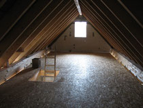 Fußboden auf dem Spitzboden