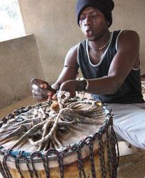 Paul Diassy repariert Ihre Trommel