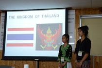 タイについての発表を行う二人