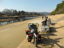 Le long de la riviere Kaomagma