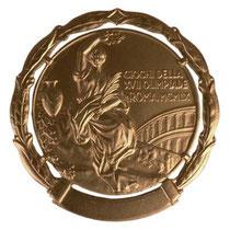 オリンピックにおける本学第一号の銀メダル(1960年ローマ大会。松原正之OBが獲得)