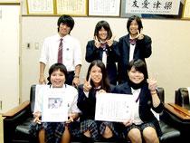 優秀賞を受賞し、九州大会への出場を決めた八重山商工高校生物部=14日午後、同校