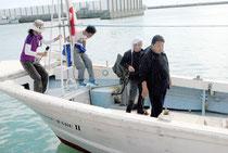 石垣島に帰港した「頑張れ日本!全国行動委員会」のチャーター船(1日午後3時過ぎ)